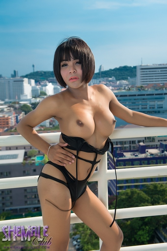 Yaya gets exciting and naked in a fuck balcony and plays with