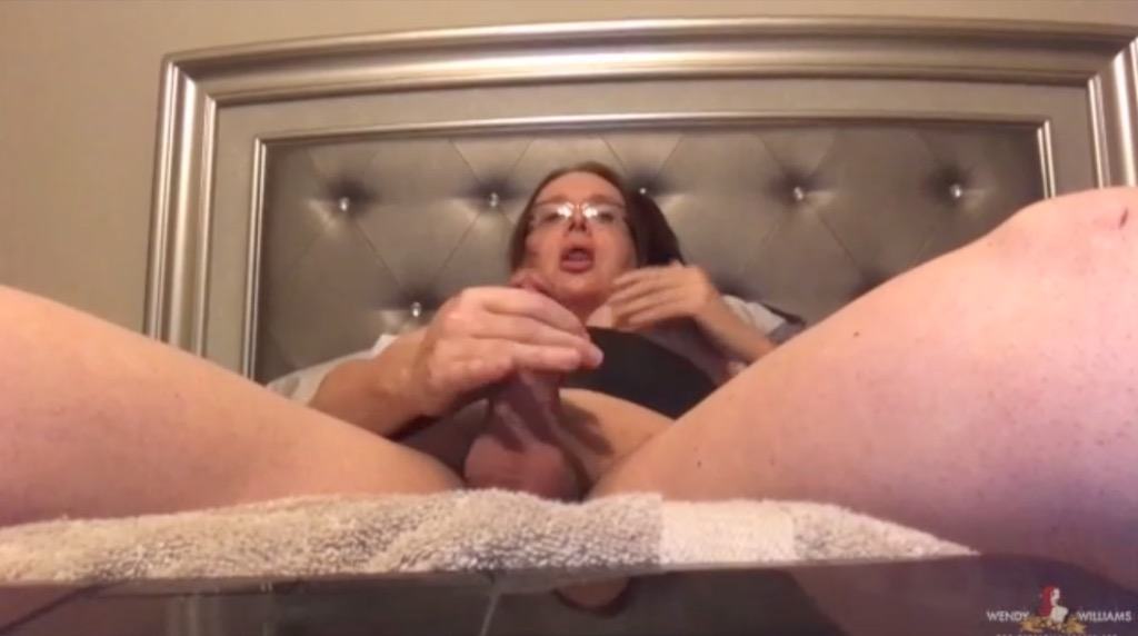 Watch wendy jack her tranny juice off her dick in a skype to