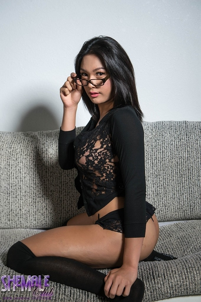 Candy in glasses gets hot and exciting playing with her have sex
